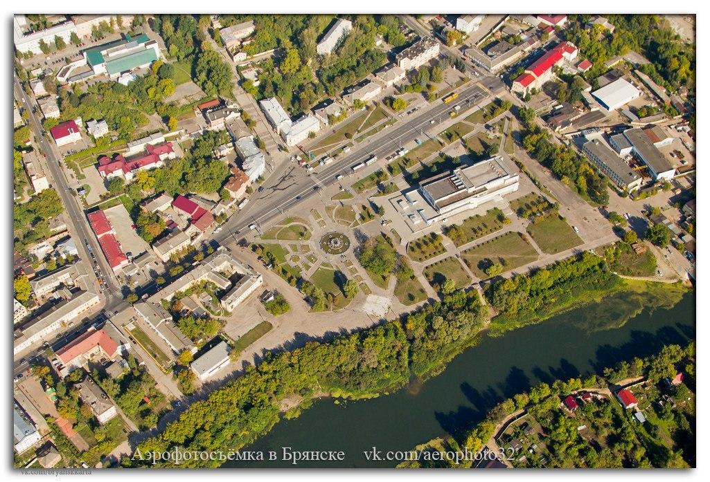 Улица Калинина и Славянская площадь с высоты птичьего полёта