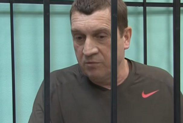 Александр Тюлин даёт интервью во время судебного процесса.