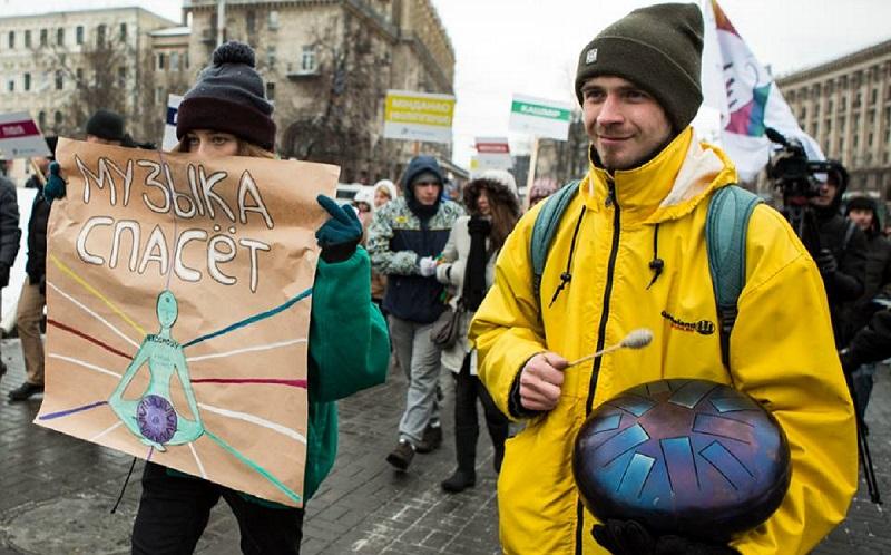 Андрей Гришин (на фото справа).