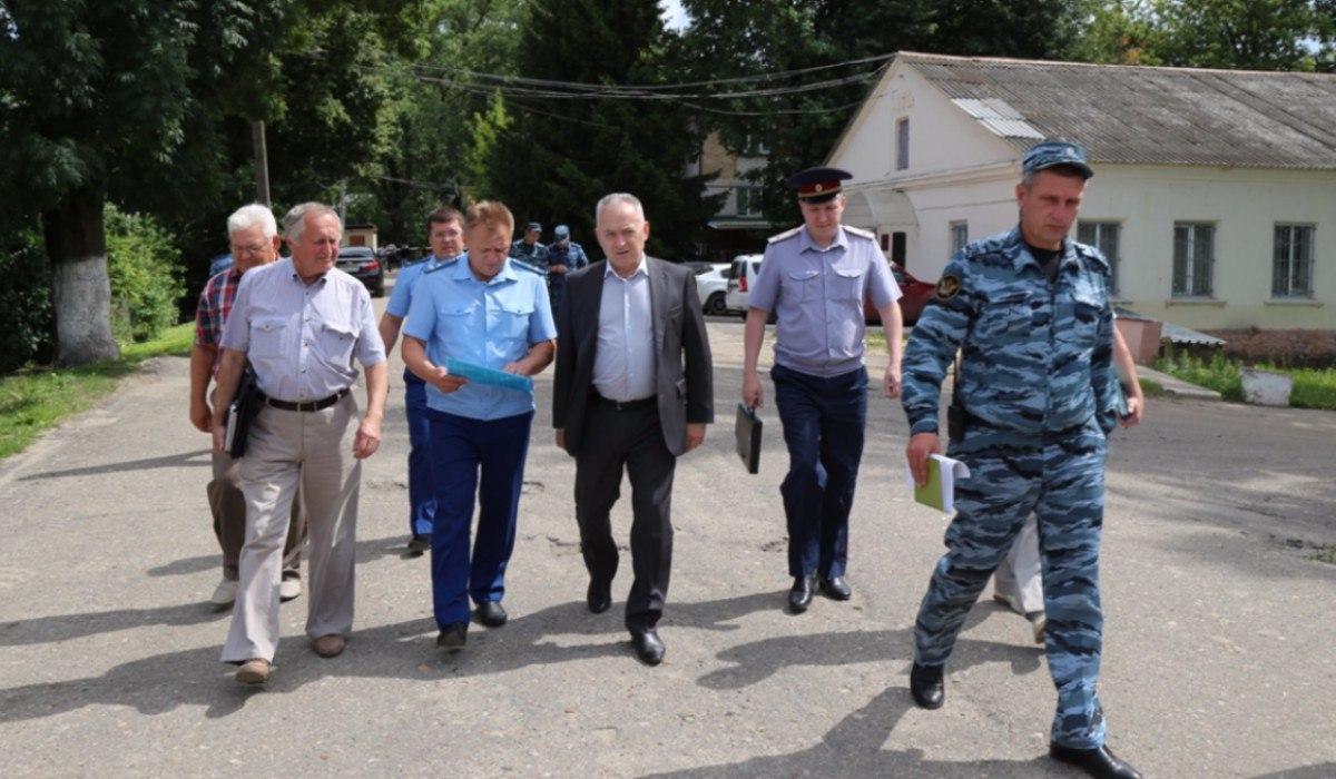 «Над нами издевались просто так. Чтобы остальные боялись»: бывший осуждённый рассказал о дне «большого шмона» 17 июля в брянской ИК-1
