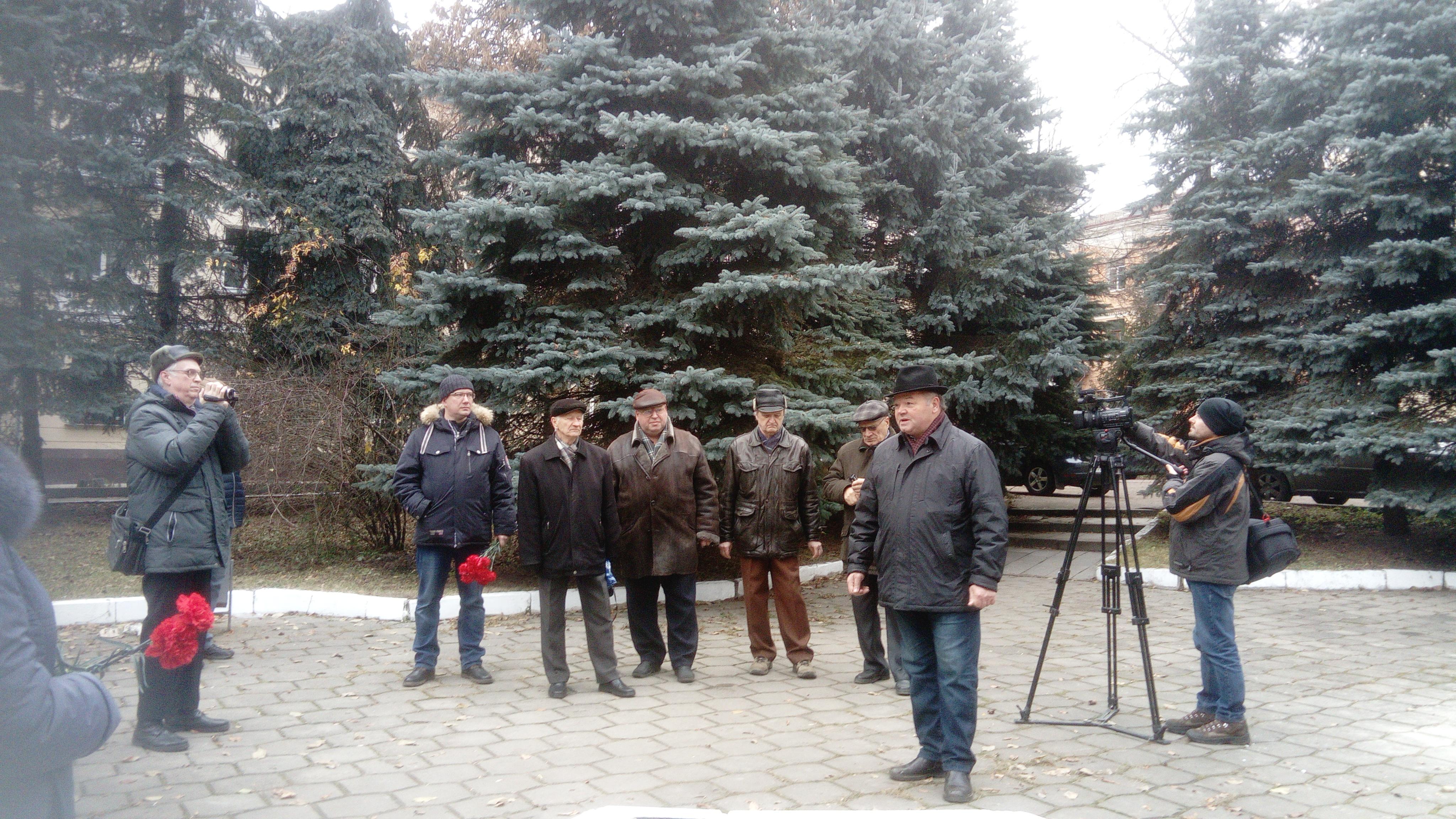 В память о крушении кинотеатра «Октябрь» в Брянске установили гранитную плиту