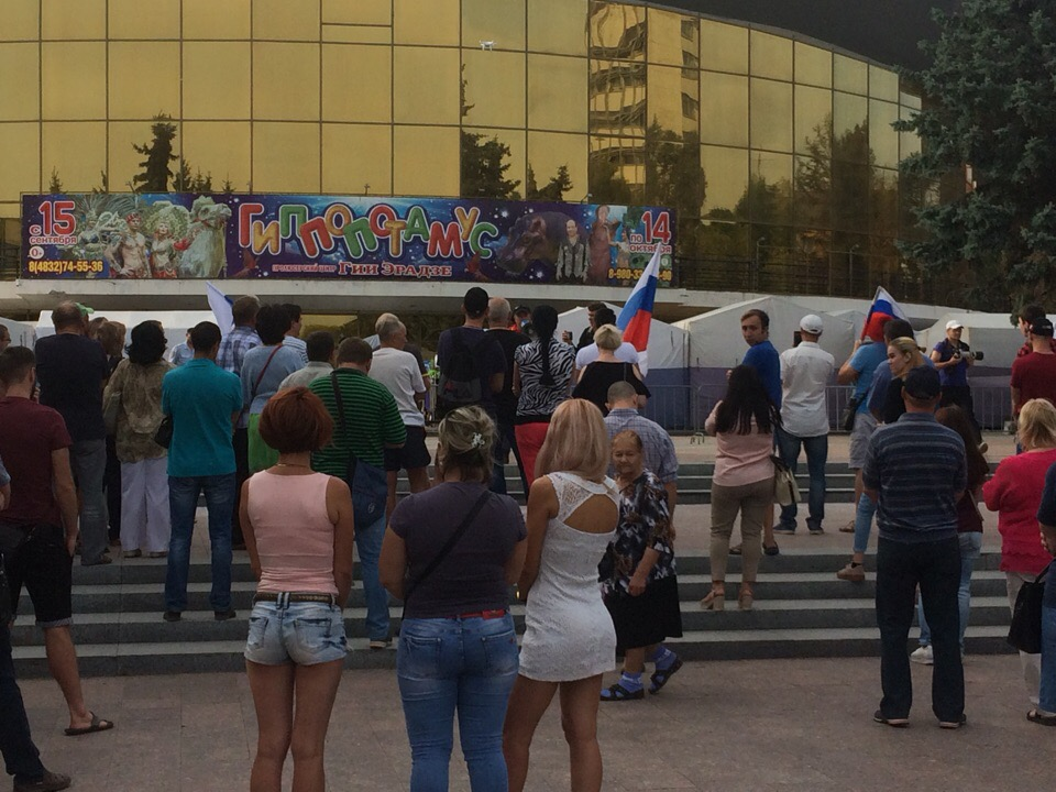 В Брянске «навальнят» после акции протеста полиция за ручку отводила к родителям