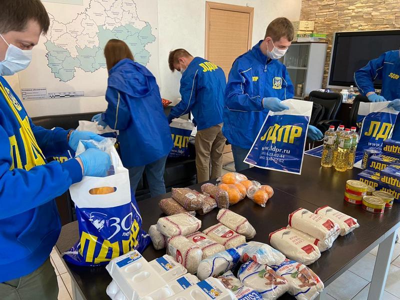 Жители Брянской области на самоизоляции получают от ЛДПР адресную помощь
