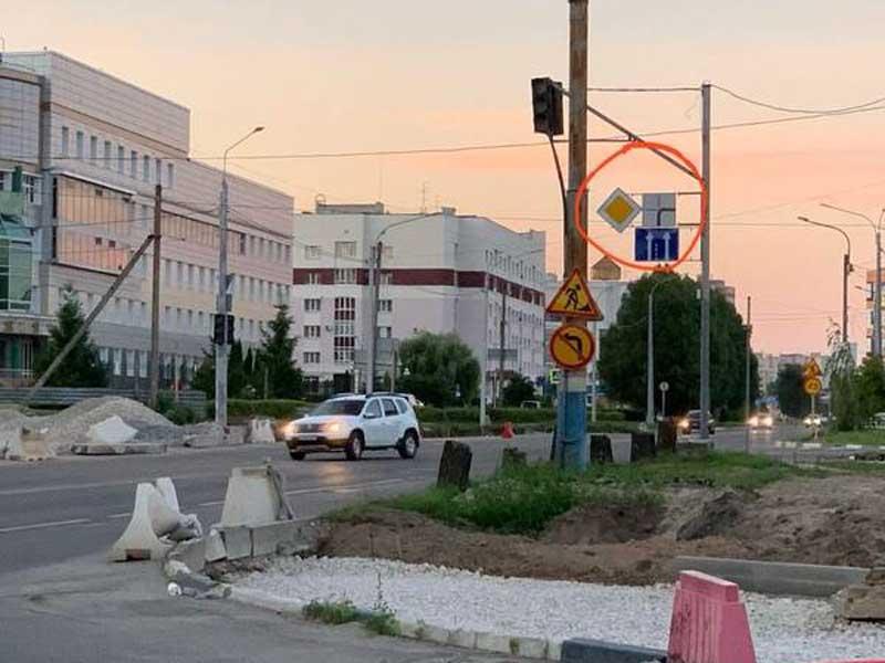 По улице Крахмалева брянским водителям напомнили о правилах движения