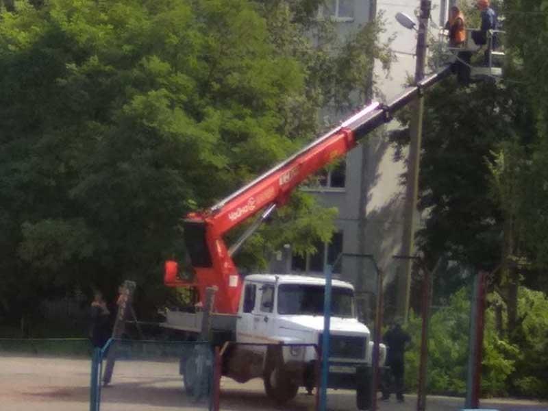 В Брянске возле школы №55 установят дополнительное освещение