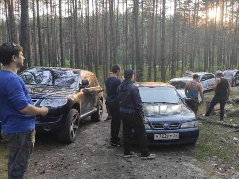 Брянские водители помогли таксисту разыскать угнанный автомобиль