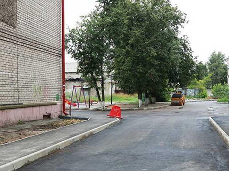 В Брянске продолжается благоустройство дворов в Бежицком районе