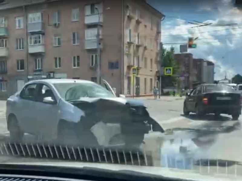 В Брянске в ДТП на улице Никитина пострадал водитель