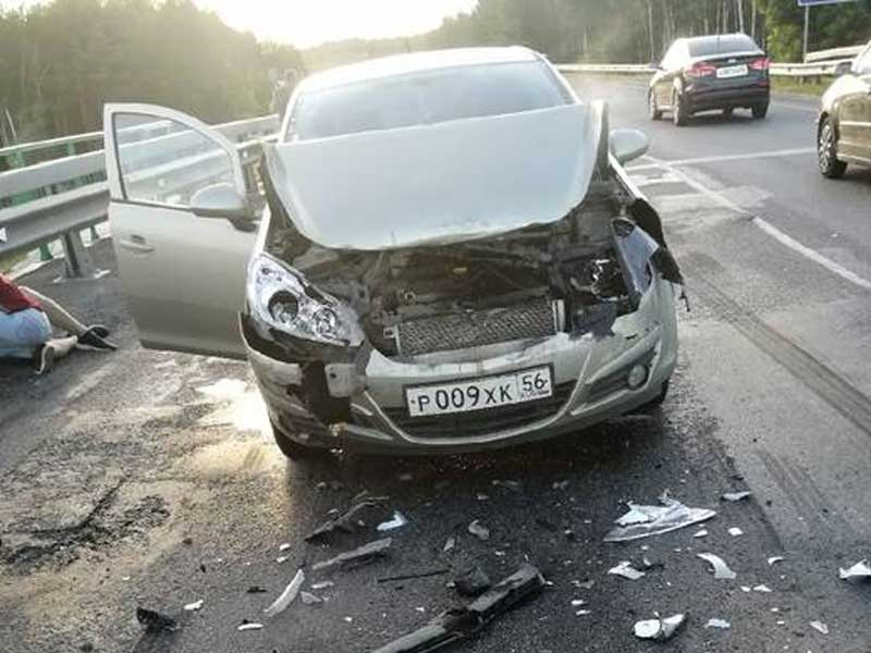 На брянской трассе в ДТП попали два легковых автомобиля