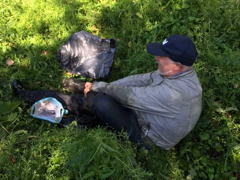 Брянские поисковики спасли из болота пожилого грибника