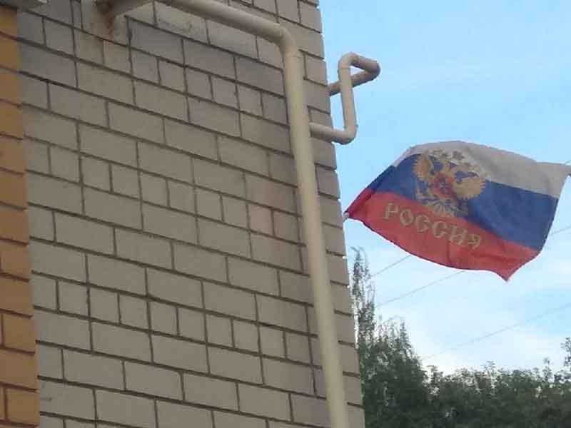 """Жители Брянска массово """"повыкидывали"""" из окон российские триколоры"""
