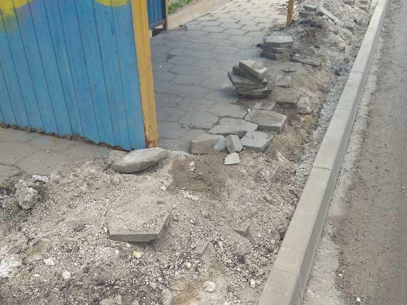 Жители Брянска в ужасе от того, во что превратили остановки в Советском районе.