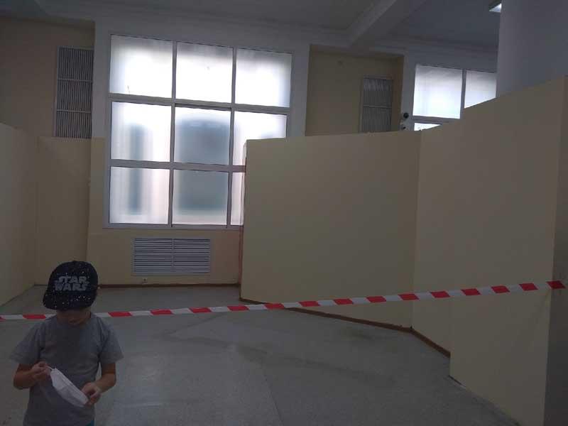 В Брянске в ЦУМе образовалась огромная дыра