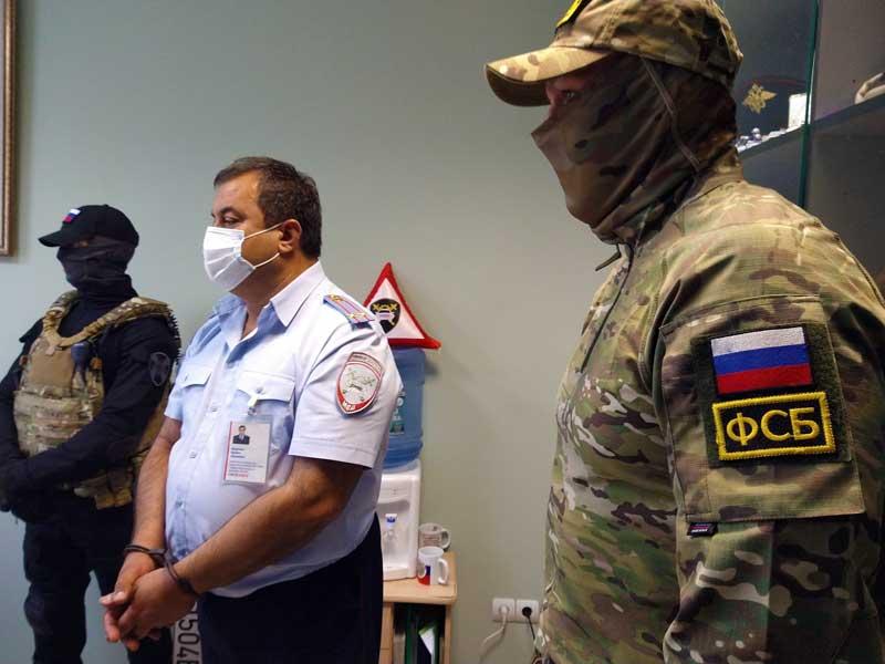 Появились кадры задержания взяточников из МРЭО ГИБДД в Брянске