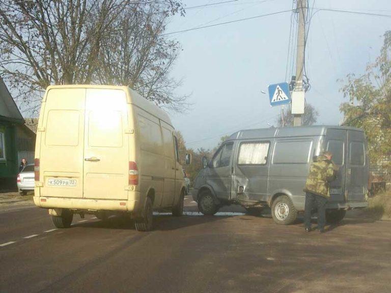 В Клинцах столкнулись две «ГАЗели»