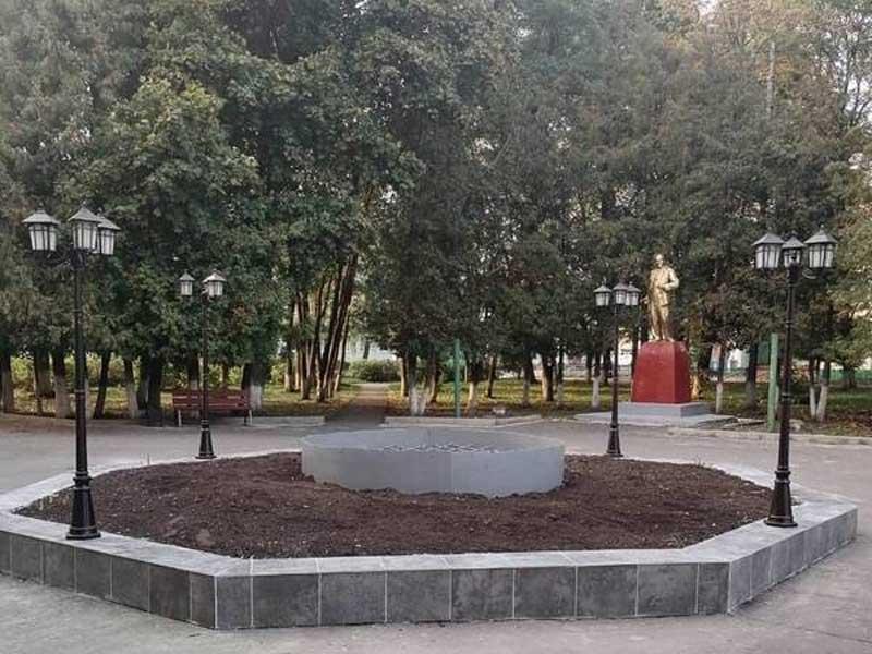 В Мирном Гордеевского района благоустроили центральный сквер