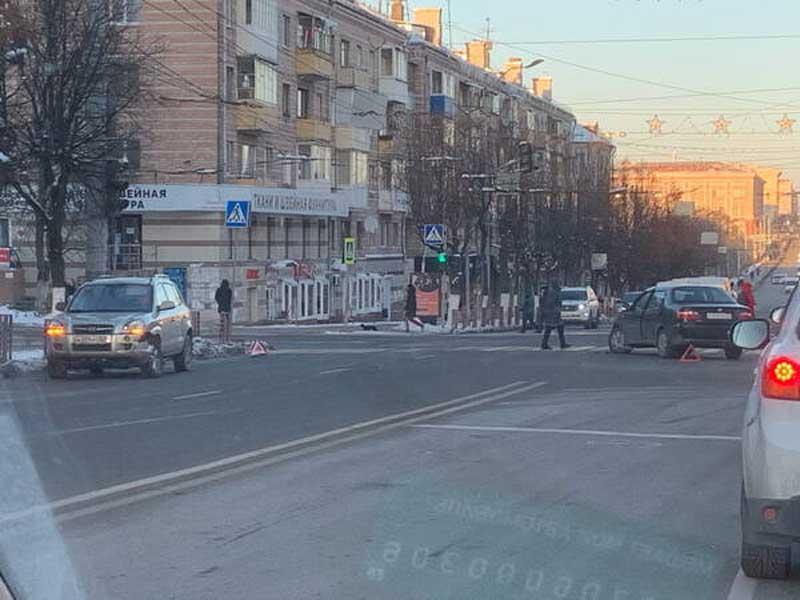 В Брянске на проспекте Ленина столкнулись два автомобиля