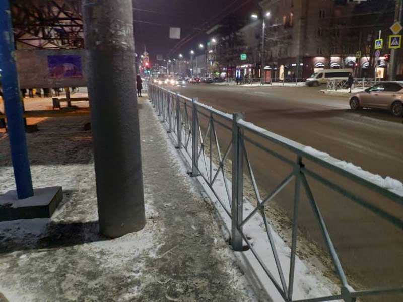 В Брянске остановку у ТРЦ «БУМ Сити» закрыли заборами