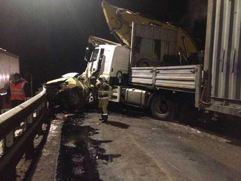 В Брасовском районе в жутком ДТП фура раздавила легковой автомобиль