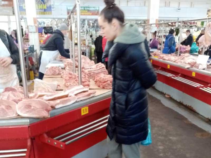 Забыли про коронавирус в Брянске продавцы мяса с рынка