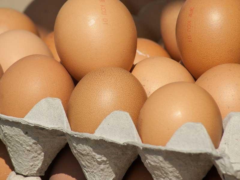 Жителя Брянска возмутили подскочившие цены на куриные яйца