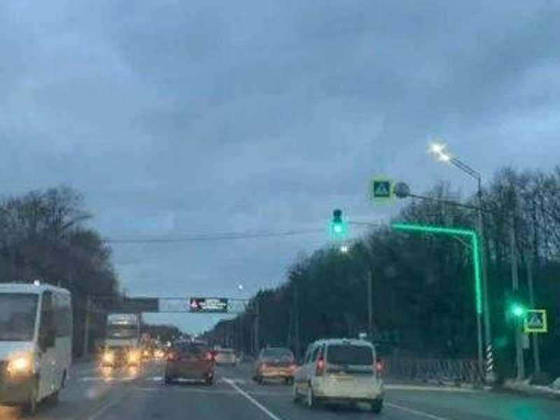 Светофор появился в Брянске на переходе у памятника Водителям
