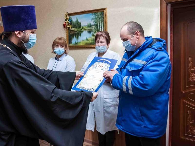 Дятьковским медикам вручили архиерейские грамоты