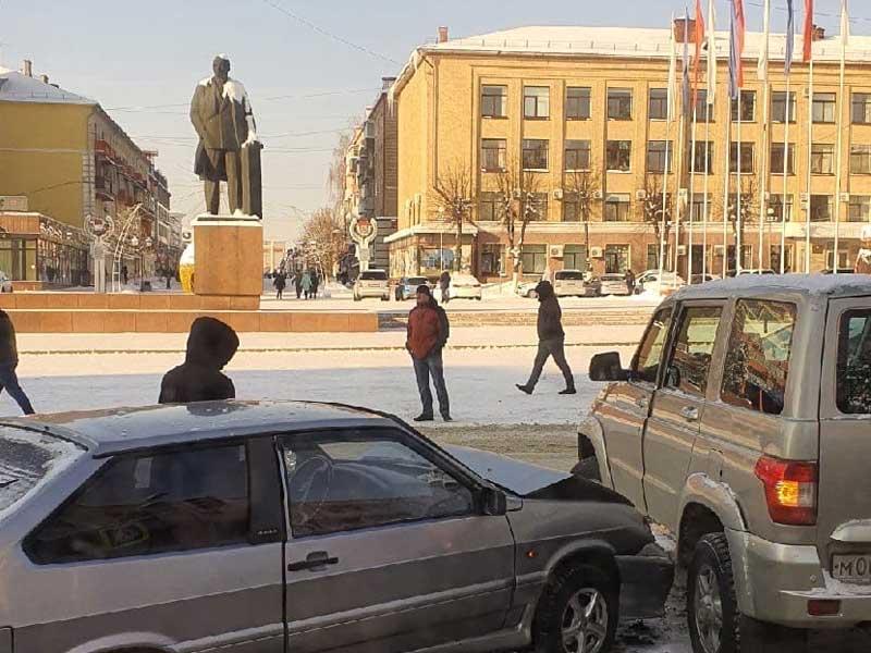 В Брянске на проспекте Ленина случилось дорожно-транспортное происшествие