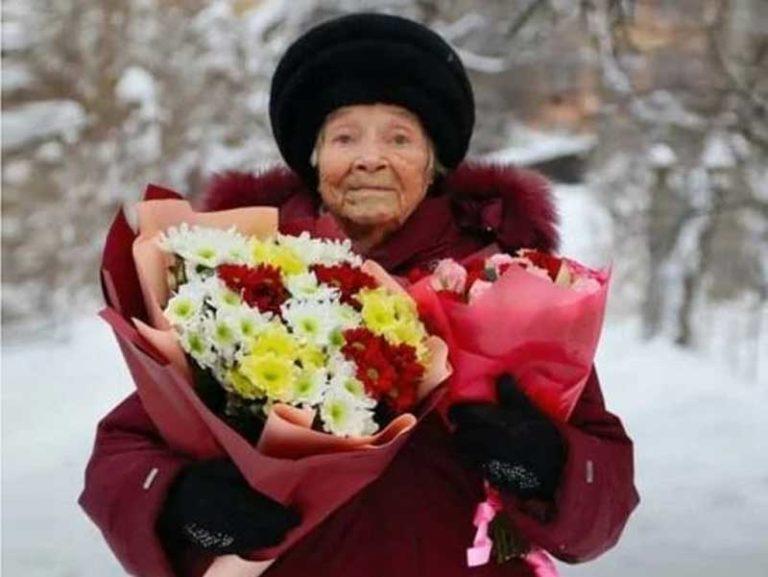Брянская долгожительница Зинаида Плюснина отметила 100-летний юбилей