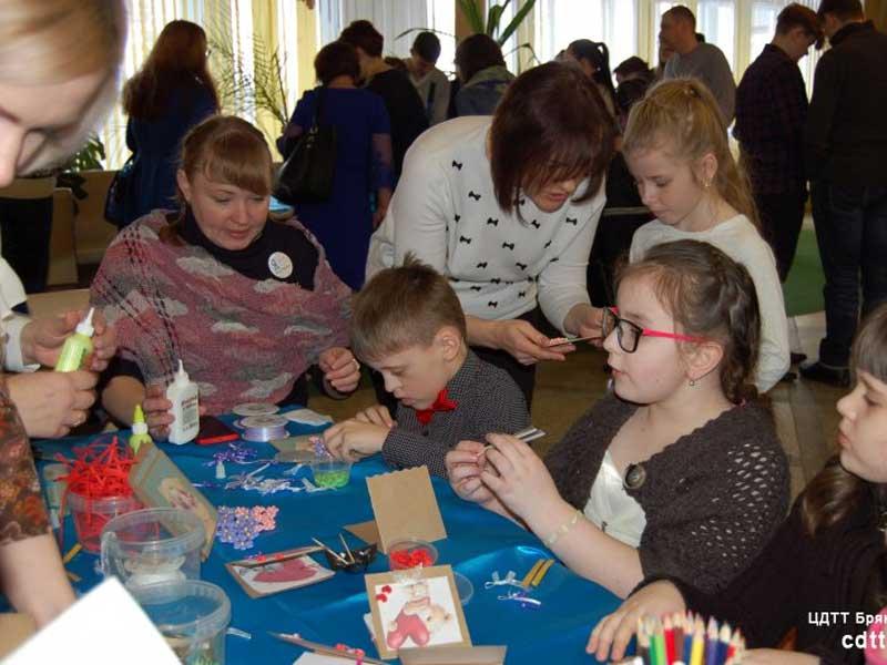 В Брянске дети с тяжёлыми заболеваниями получили подарки