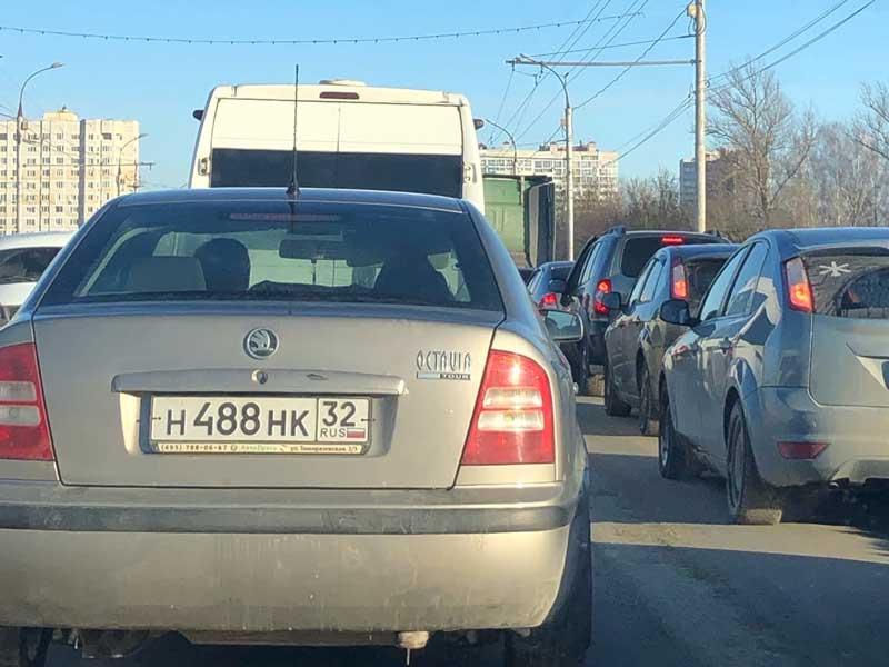 Брянск встал в пробке на проспекте Московском