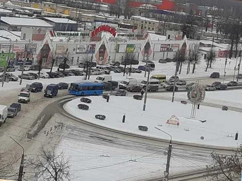 В Брянске на улице Литейной из-за ДТП образовалась пробка