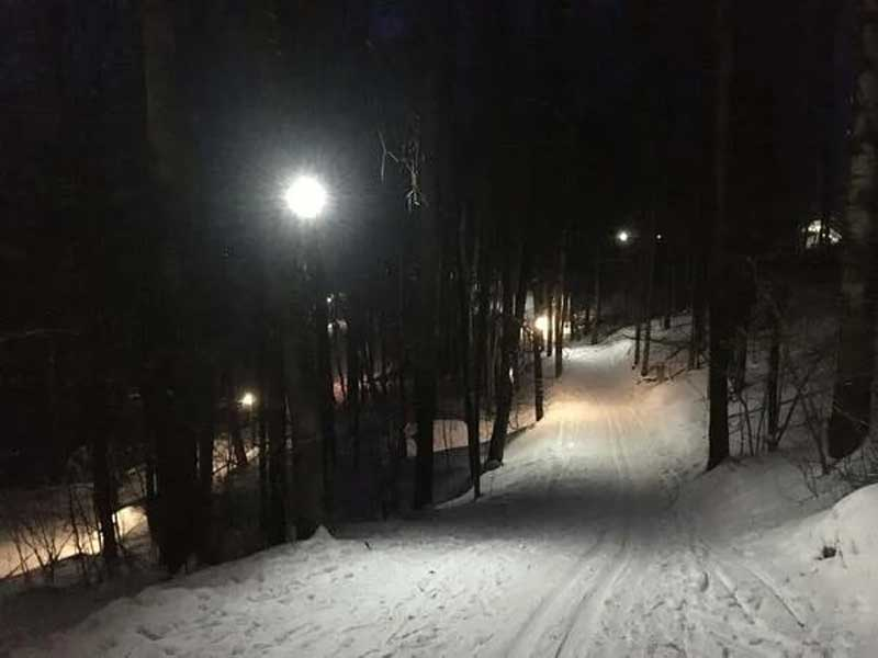 В Брянске в парке «Соловьи» отремонтировали освещение лыжной трассы
