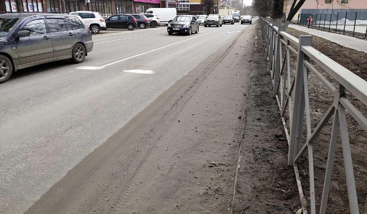 грязь вдоль дорог