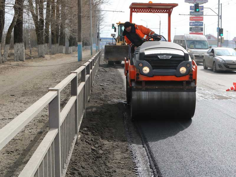 В Брянске стартовал ремонт дорог горячим асфальтом