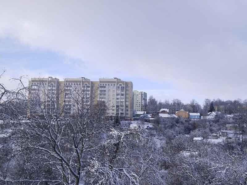Выпавший ночью снег напомнил брянцам о зиме и поставил городские службы в тупик