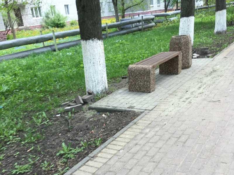 В брянском сквере «Энергетиков» появились новые лавочки