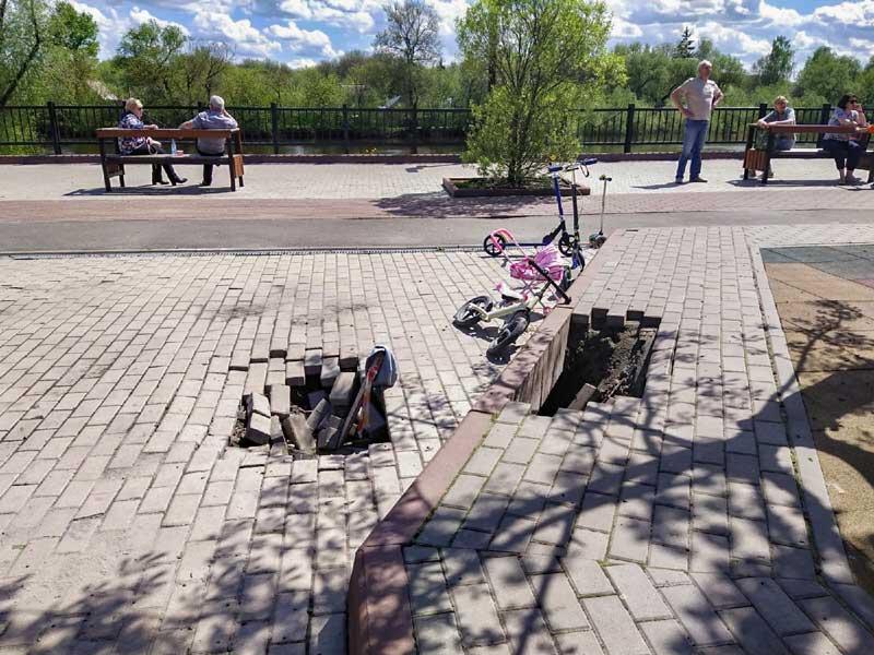 В Брянске после дождей, на Набережной появилась смертельная ловушка для детей