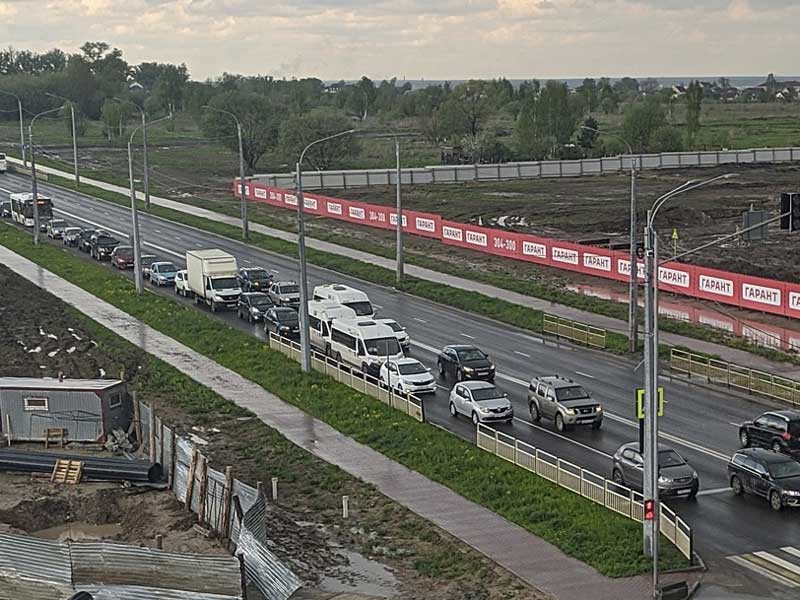 Автомобилисты Брянска проверили на крепость новую улицу Советскую