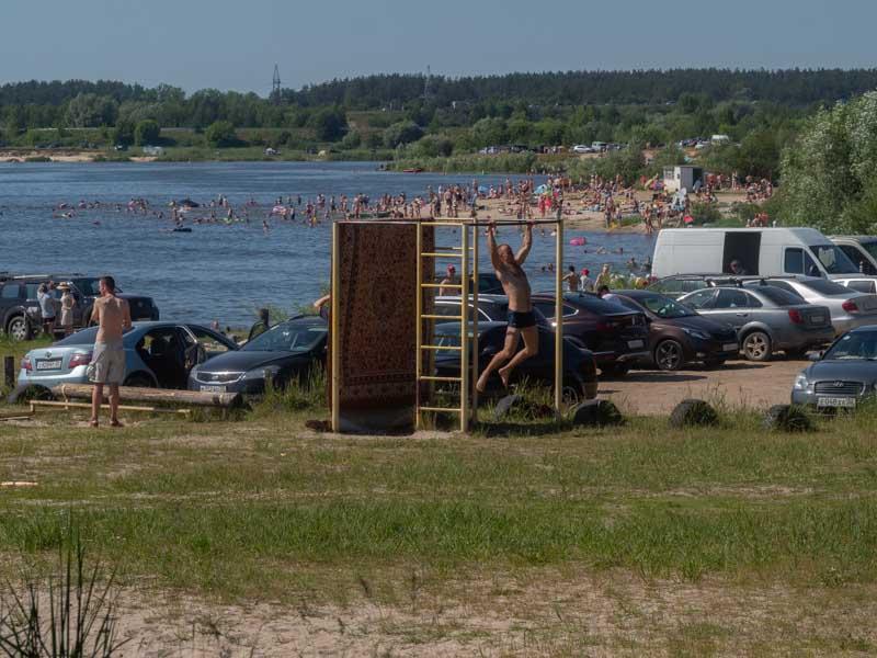 Нас рать! Жители Брянской области массово отправились на водоёмы
